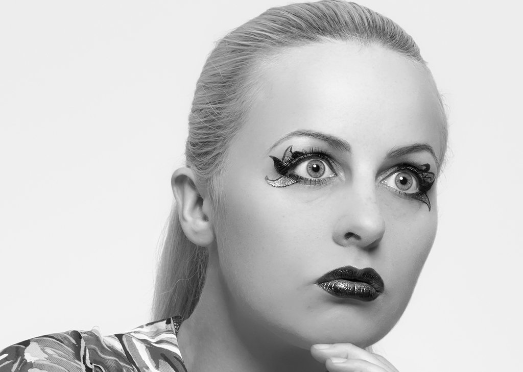 Women - Glamour Photo - Face and Eyebrows (wax or sugar)